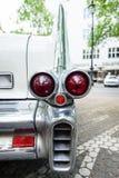 De bakre bromsljusen av i naturlig storlek lyxig eldorado Brougham, 1957 för bilCadillac Fleetwood serie 70 Royaltyfria Bilder