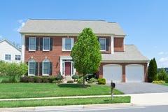 De baksteen zag het Enige Huis van de Familie, Maryland In de voorsteden onder ogen Royalty-vrije Stock Afbeelding