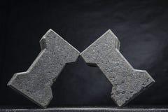 De bakstenen die aan elkaar door hoeken worden gestapeld Stock Foto