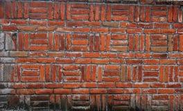 De bakstenen muur in criss kruist geometrisch patroon stock foto