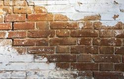 De bakstenen muur is geschilderd met witte verf royalty-vrije stock fotografie