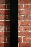 De bakstenen muur met water-spruit Stock Foto