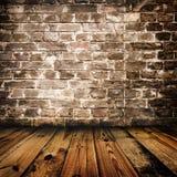 De bakstenen muur van Grunge en houten vloer Stock Foto's