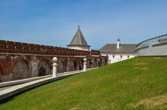 De bakstenen muur van het Kremlin stock afbeeldingen