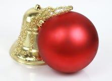 De bal en de klok van Kerstmis Royalty-vrije Stock Foto's