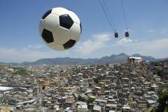 De Bal Rio de Janeiro Brazil Favela van het voetbalvoetbal Stock Fotografie