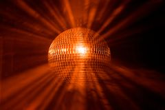 De bal van de disco met stralen stock foto