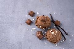 De bal van het chocoladeroomijs Stock Afbeelding