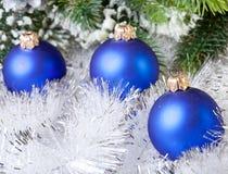 De bal van het donkerblauwe Nieuwjaar Stock Fotografie