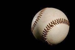 De bal van het honkbal op zwarte achtergrond Royalty-vrije Stock Foto
