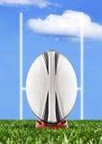De bal van het rugby klaar om over de doelpalen worden geschopt stock foto's