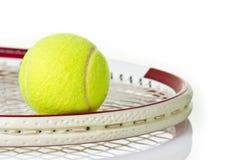 De bal van het tennis op de racket Royalty-vrije Stock Fotografie