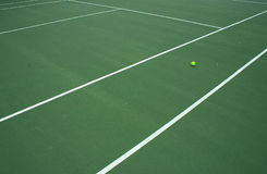 De Bal van het tennis op Hof 4 Royalty-vrije Stock Afbeelding