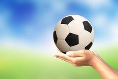 De bal van het voetbal in handen Royalty-vrije Stock Foto