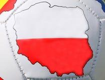 De bal van het voetbal met de Vlag van Polen Royalty-vrije Stock Foto