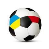 De bal van het voetbal met de Vlaggen van de Oekraïne en van Polen Royalty-vrije Stock Afbeelding