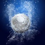 De bal van het voetbal onder water stock foto
