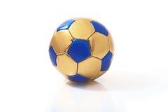 De bal van het voetbal op een witte achtergrond Stock Afbeelding