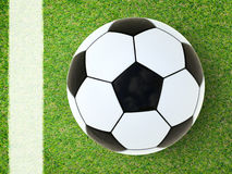De bal van het voetbal op groen gras royalty-vrije stock afbeelding