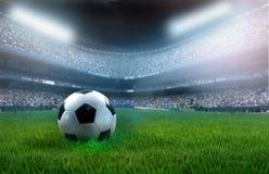 De bal van het voetbal op stadion Stock Foto