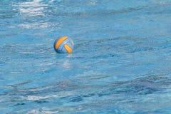 De bal van het waterpolo Stock Fotografie