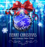 De bal van Kerstmis met boog Stock Afbeelding