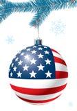De bal van Kerstmis met de vlag van de V.S. Stock Foto's