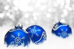 De bal van Kerstmis op abstracte lichte achtergrond Stock Fotografie