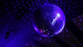 De bal van de nachtclubspiegel stock footage
