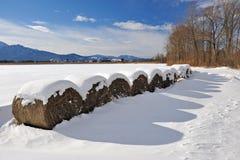 De balen van het stro in de winter Royalty-vrije Stock Foto