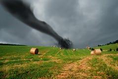 De balen van het stro in het onweer Stock Foto