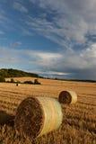 De balen van het stro op landbouwgrond Royalty-vrije Stock Foto