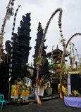 De Balinese ingang van de tempelpoort met installaties in Bali Indonesië Stock Foto