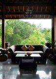 De Balinese woonkamer van het stijlterras royalty-vrije stock fotografie