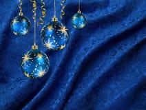 De ballen blauw gordijn van Kerstmis Stock Afbeelding