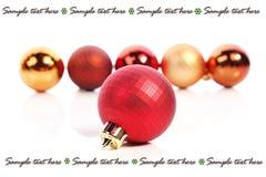 De ballen en de plaats van Kerstmis voor tekst stock afbeeldingen