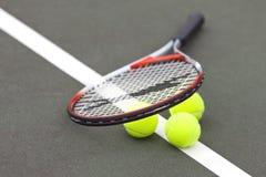 De Ballen en de Racket van het tennis Royalty-vrije Stock Foto