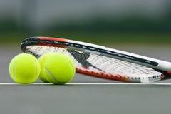 De Ballen en de Racket van het tennis Stock Afbeeldingen