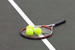 De Ballen en de Racket van het tennis Royalty-vrije Stock Afbeelding