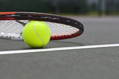 De Ballen en de Racket van het tennis Royalty-vrije Stock Foto's