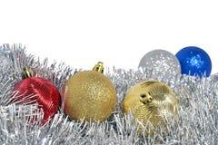 De ballen en de slinger van Kerstmis Royalty-vrije Stock Fotografie