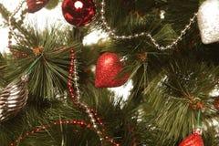 De Ballen en de slinger van Kerstmis Stock Afbeeldingen