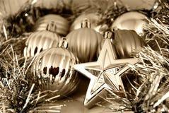 De ballen en de sterren van Kerstmis Stock Fotografie