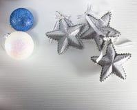 De ballen en de sterren van Kerstmis Royalty-vrije Stock Fotografie
