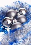 De ballen en het klatergoud van Kerstmis Stock Afbeeldingen