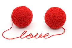 De ballen van de draad met woord ?liefde? stock afbeelding