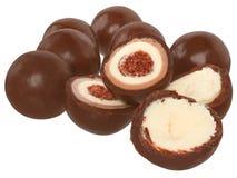De ballen van de suikergoedchocolade met room het vullen Stock Fotografie