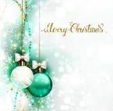 De ballen van de vakantieavond met witte bogen Het vrolijke Kerstmis gouden van letters voorzien op glanst geglimde achtergrond Royalty-vrije Stock Afbeelding