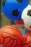 De ballen van het jong geitjevoetbal Stock Foto's