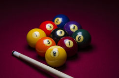 De Ballen van het poolbiljart in een Driehoek Royalty-vrije Stock Afbeeldingen